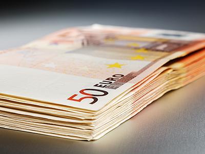 2000 Euro on a shiny metal board